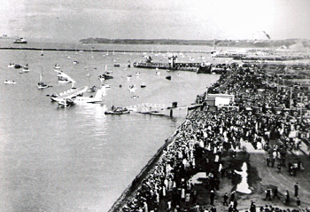 Captain Edwin Musick's plane arrives in Auckland