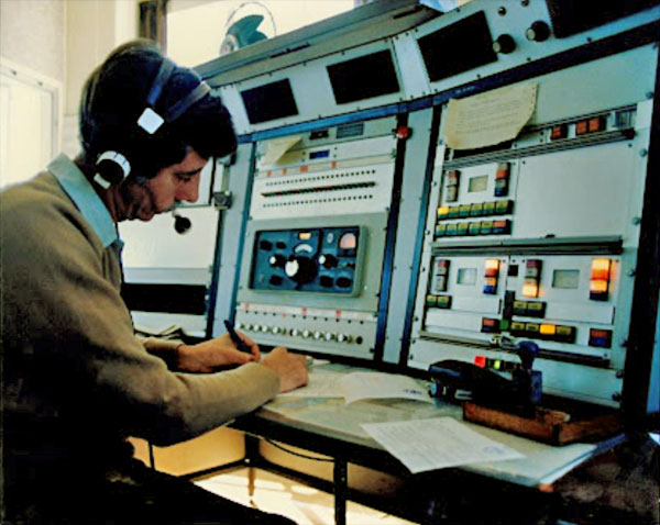 An operator at Auckland Radio ZLD