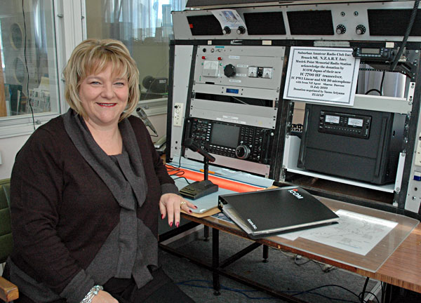 Sharon Dawson and Icom IC-7700 transceiver