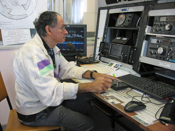 Tony 3D2AG operating ZL1ZLD on 15-metre CW