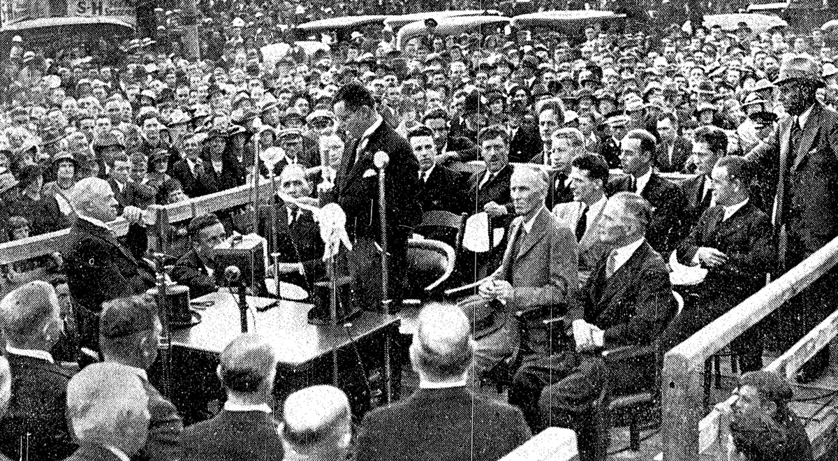 Mr CG Macindoe, chairman of the Harbour Board, speaking at the reception, 30 March 1937