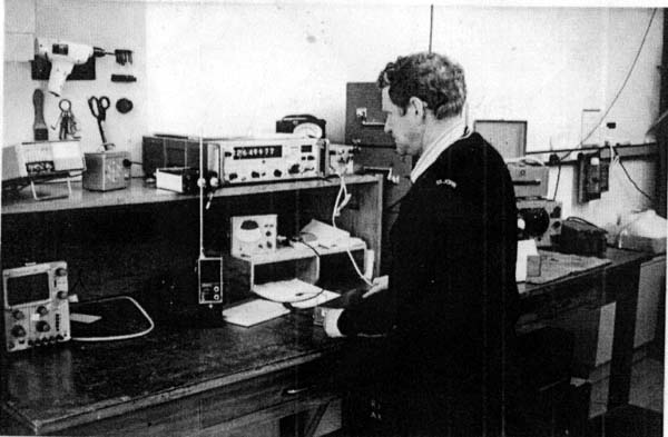 Ian Walker ZL1BFB in the Radio Inspector's testing room