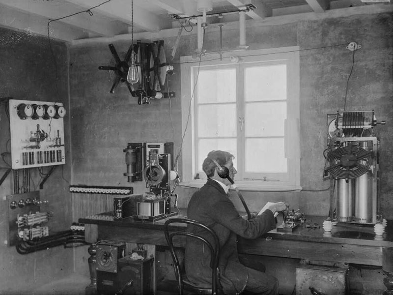 It is believed that this photo was taken in the radio cabin on the roof of the Auckland Chief Post Office, c1912