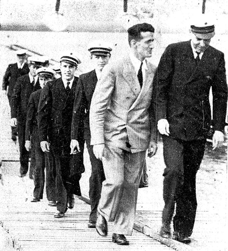 Pan American Clipper crew leaving their plane in Auckland, March 1937