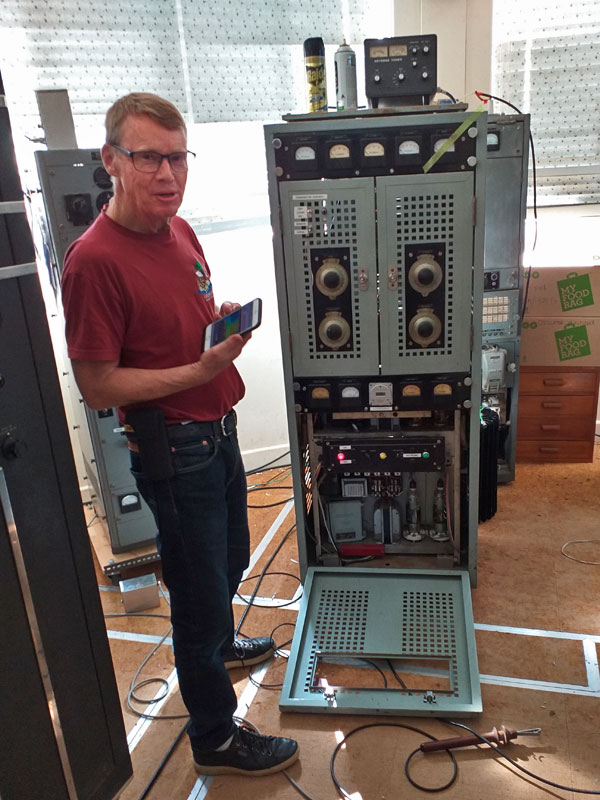 Martyn ZL3CK, firing up the T98 transmitter on 40m AM fone